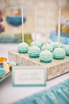 ruffle ombre cake pops. Gorge