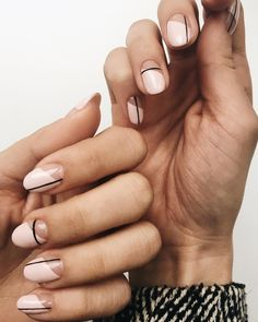 Simple Line Nail Art Designs You Need To Try Now line nail art design, minimalist nails, simple nails, stripes line nail designs Minimalist Nails, Line Nail Designs, Round Nail Designs, Clear Nail Designs, Clear Nails With Design, Gel Designs, Makeup Designs, Neutral Nail Art, Neutral Nail Designs