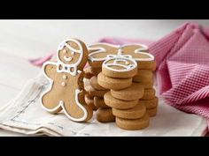 Easy gingerbread cookies that don't spread as they bake! With a wonderfully traditional molasses & spice flavor, & a tender texture. Xmas Food, Christmas Cooking, Christmas Desserts, Christmas Treats, Ginger Bread Cookies Recipe, Sugar Cookies, Cookie Recipes, Dessert Recipes, Easy Gingerbread Cookies