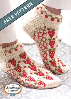 Craft a multiple pairs of these vintage-inspired strawberry ankle socks to keep your feet feeling warm and looking cute all year. This pattern includes a free tutorial on Knitting Using Double Pointed Needles. Crochet Patterns For Beginners, Knitting For Beginners, Knitting Patterns Free, Free Knitting, Start Knitting, Knitting Tutorials, Crochet Socks, Hand Crochet, Knit Crochet