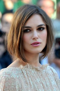 The Long Bob is the perfect hairstyle for Keira Knightley& expressive face. She wears her Long Bob intentionally crumpled with side crest. The post Long Bob by Keira Knightley appeared first on Fox. Medium Hair Cuts, Short Hair Cuts, Medium Hair Styles, Short Hair Styles, Pixie Cuts, Bob Cuts, Short Bangs, Cut Bangs, Short Messy Bob