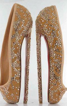 Lo veo y lo unico que pienso es: Jajaja  Love it or hate it... Simplemente.  Christian Louboutin Ballet Slipper Stilleto