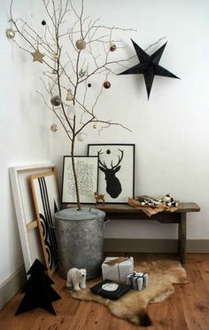 5 Christmas Home Decorating Trends Monochrome modern Christmas decorations with alternative Christmas tree The post 5 Christmas Home Decorating Trends appeared first on Design Diy. Modern Christmas Decor, Minimal Christmas, Christmas Trends, Christmas Decorations For The Home, Noel Christmas, Scandinavian Christmas, Xmas Decorations, Christmas Inspiration, Winter Christmas