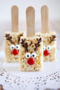 Holidays: Reindeer Rice Krispies - the cutest treat you will see all Christmas season. Make this recipe and deliver them to family and friends! (christmas desserts for kids to make rice krispies) Christmas Party Food, Xmas Food, Christmas Sweets, Christmas Cooking, Christmas Goodies, Holiday Desserts, Holiday Baking, Christmas Candy, Holiday Treats