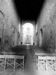 Basilica di San Salvatore - Spoleto, Italia.  UNESCO