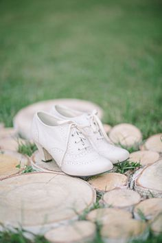 vintage wedding shoes #vintagewedding #heels #weddingchicks http://www.weddingchicks.com/2014/01/20/old-meets-new-wedding-inspiration/