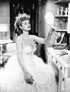 Lucille Ball 1942 golden-age-of-hollywood Vintage Hollywood, Estilo Hollywood Regency, Old Hollywood Glamour, Classic Hollywood, Old Hollywood Actresses, Hollywood Glamour Photography, 1940s Actresses, Old Hollywood Vanity, Hollywood Makeup