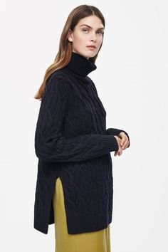 Roll-neck cable jumper