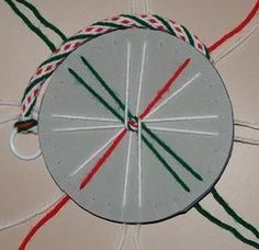 Kumihimo designs using the round loom