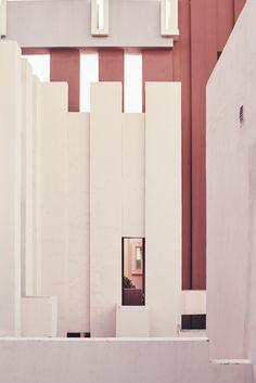 Nacho Alegre Captures Views of Ricardo Bofill's La Muralla Roja
