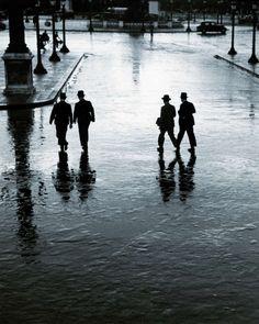 Place de la Concorde on a rainy day, Andre Kertesz. Andre Kertesz, Budapest, Street Photography, Art Photography, Photo D Art, Exhibition, Vintage Paris, French Vintage, Paris 1920s
