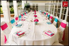 Disney wedding: blue and pink table