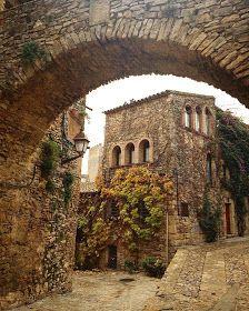 Rutas Mar & Mon: Ruta por 7 pueblos medievales con encanto por l'Empordà - Cataluña Spain Travel, France Travel, Travel Usa, Miles To Go, Travel Items, Medieval Town, Travel Abroad, Continents, Travel Inspiration