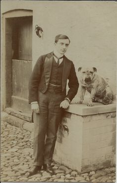 BULLDOG & MAN REAL PHOTOGRAPHIC DOG POSTCARD BY SLIGHTS POCKLINGTON YORKSHIRE