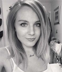 Hairstyle Make-Up Selfie