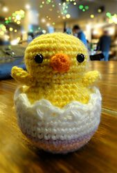 FREE Hatching Easter Chick pattern on Ravelry! http://www.ravelry.com/patterns/library/hatching-easter-chick
