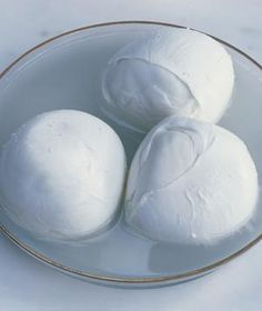 Don't know your burrata from your bocconcini? Check out guide to different types of mozzarella. Cheese Dishes, Cheese Recipes, Cooking Recipes, Dairy Recipes, Cheese Food, Pasta Recipes, Making Cheese At Home, How To Make Cheese, Buffalo Mozzarella