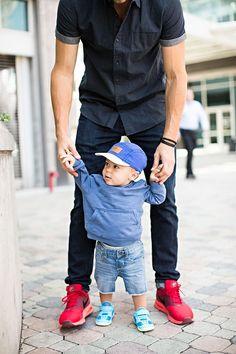 Γιατί η σχέση μεταξύ πατέρα και γιου, παρουσιάζεται ψυχαναλυτικά ανταγωνιστική; Και πώς μπορεί να επηρεάσει το γιο η έλλειψη συναισθηματικής επικοινωνίας μαζί του; Business Dress Code, Business Dresses, Baby Boy Fashion, Kids Fashion, Men Fashion, Daddy And Son, Men Style Tips, Menswear, Baby Style
