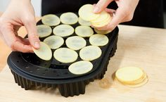 Chipster is a must in any kitchen make potato, apple, kayle, beets, parsnip chips in 2 minutes. Epicure Recipes, Cooking Recipes, How To Make Potatoes, Fast Healthy Meals, Unprocessed Food, Yummy Eats, Vegetable Dishes, Easy Cooking, Kitchens