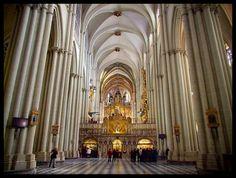 Gótico español. Interior de la catedral de Toledo. Siglo XIII, gótico clásico.