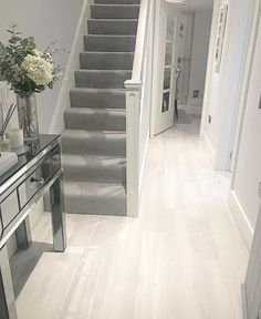 House interior – Hall stairs and landing decor 16 ideas grand stairs case stairways Stairs In Living Room, House Stairs, Carpet Stairs, Grey Carpet Living Room, Stairs Landing Carpet, Grey Stair Carpet, Grey Carpet Hallway, Brown Carpet, White Carpet