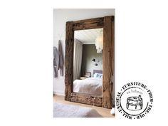 Na objednávku. Nádherné velké masivní zrcadlo, z velmi starého dřeva, které pro svou krásu nepotřebuje žádné přikrášlení. Rozměry dle přání.Cena se odvíjí od velikosti. V tomto provedení - 220cm x 120 cm