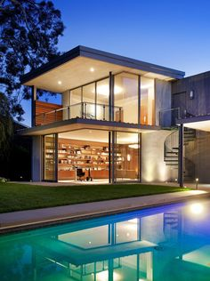 A Home In California For A Bachelor Who Gets Frequent Visits From His Family