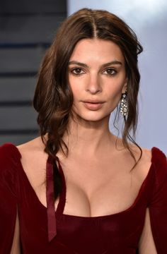 Emily Ratajkowski at the 2018 Vanity Fair Oscar party.