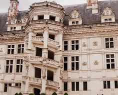 The Renaissance kings and queens of France chose this Loire Valley palace as their preferred residence and continued making refinements. When François I took over in 1515, he made his own mark by adding a wing with this staircase tower—notable for the interior's beautiful spiral staircase and for an ornately carved exterior that mimics the likeness of a tower. It turned out to be the most recognizable part of the Château de Blois.