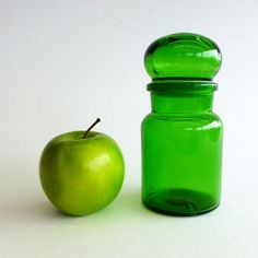 1 x SMALL Vintage Green Glass Apothecary Jar with bubble lid, Made in Belgium 1970's.