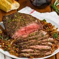 This Easy Top Round Roast Beef Recipe is going to become a regular in your house after you see how easy it is to make. With only five minutes of preparation time and the most perfect flavor, your family will love this easy roast beef recipe. Easy Roast Beef Recipe, Cooking Roast Beef, Roast Beef Recipes, Grilling Recipes, Beef Meals, Paleo Recipes, Round Steak Marinade, Beef Round Steak, Beef Top Round Roast Recipe