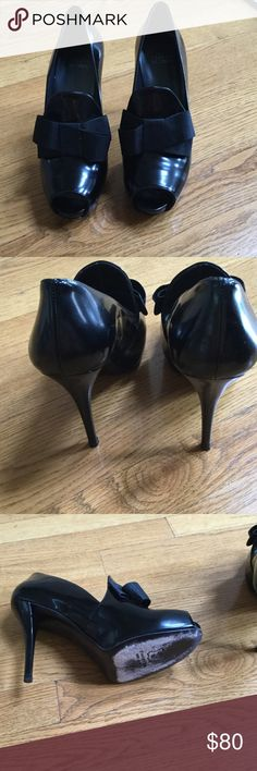 Shoes Black leather with grosgrain bow. Worn once. Excellent condition Stuart Weitzman Shoes Heels