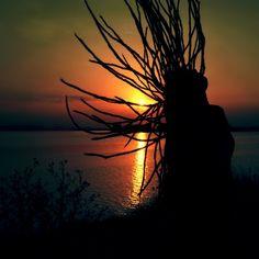 L'amour est patient, et désintéressé,il n'est jamais jaloux. L'amour n'est ni prétentieux, ni orgueilleux, il n'est jamais grossier, ni égoïste.Il n'est pas colérique et il n'est rancunier.L'amour ne se réjouit pas de tout les pêchers d'autrui,mais trouve sa joie dans la vérité.Il excuse tout, il croit tout, il espère tout et endure tout. Voila ce qu'est l'amour.