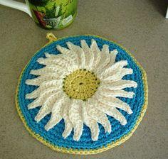 Potholder Crocheted Flower Daisy Vintage Style by BernoullisAttic