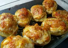 Patatas rellenas de atún / Potatoes stuffed with tuna My Recipes, Cooking Recipes, Tuna Recipes, Vegetarian Recipes, Healthy Recipes, Good Food, Yummy Food, Salty Foods, Latin Food