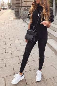 Discover recipes, home ideas, style inspiration and other ideas to try. Winter Fashion Outfits, Look Fashion, Fall Outfits, Summer Outfits, Cute Casual Outfits, Simple Outfits, Stylish Outfits, Outfits Pantalon Negro, Mode Hippie