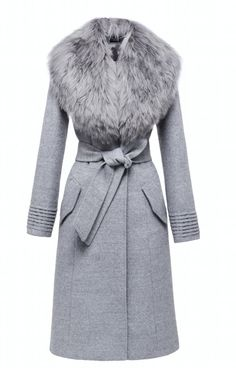 ALSO AVAILABLE IN DESCRIPTION This long coat with a rich baby alpaca fur collar is very warm and soft to the touch. DETAILS - Long coat / Belted waist / Removable collar - Front button closure / Vente