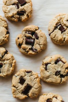 These one-bowl almond flour chocolate chip cookies are vegan, gluten free, and are made without refined sugar free (nut free option given). Gluten Free Chocolate Chip Cookies, Oatmeal Chocolate Chip Cookies, Chocolate Recipes, Almond Chocolate, Healthy Cookie Recipes, Healthy Cookies, Real Food Recipes, Real Foods, Bread Recipes