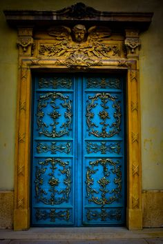 another color inspiration as well as the details of the door-thinking for backgronds