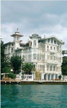 İstanbul'da görmeniz gereken 53 yer İstanbul Life dergisi, İstanbul'u anlatan 53 simgeyi okurları için sıraladı -- AHMET AFİF PAŞA YALISI