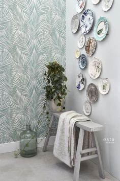 Create your own Urban Jungle- Creëer je eigen Urban Jungle Create your own Urban Jungle with ESTAhome's new Jungle Fever wallpaper collection - Hang Plates On Wall, Plate Wall Decor, Room Inspiration, Interior Inspiration, Style Tropical, Ideas Para Organizar, Dining Room Walls, Home And Living, Decoration