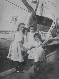 The Romanov sisters.A♥W