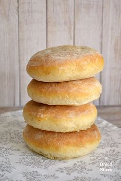 El perfecto para un con pre- de Biscuit Bread, Pan Bread, Pan Dulce, Bread Recipes, Cooking Recipes, Sandwiches, Pan Sandwich, Homemade Dinner Rolls, Salty Foods