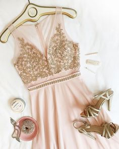 🌸pink and gold✨ robe Thayna Blush chaussures Vosges Gold bracelet Virgillier ensemble de barrettes Acanthe bougie Vintage Peony… Semi Formal Wear, Aesthetic Hair, Pink And Gold, Fashion Beauty, Boutique, Beautiful, Peony, How To Wear, Blush