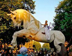 Magnífico espectáculo lleno de grandiosidad y vistosidad. Elementos gigantes harán sorprender a todo el público....