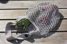 Shopping net with adjustable handle - free crochet pattern, Picture Wreath, Free Crochet, Crochet Hats, Purple Wreath, Modern Wreath, Spring Door Wreaths, Boho Bedroom Decor, Boho Wall Hanging, Cozy Blankets