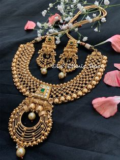 Jewelry OFF! Excited to share this item from my shop: Indian jewelry antique gold necklace Bridal jewelryKundan jewelry Statement jewelryset Traditional Bollywood jewelry Pakistani bride Antique Jewellery Designs, Gold Jewellery Design, Gold Jewelry, Gold Plated Jewellery, Pandora Jewelry, Jewelry Rings, Jewelry Case, Dainty Jewelry, Jewelry Shop