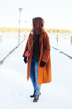 ripped jeans, rusty brown wool coat Brown Wool Coat, Ripped Jeans, Raincoat, Jackets, Outfits, Fashion, Tattered Jeans, Rain Jacket, Down Jackets