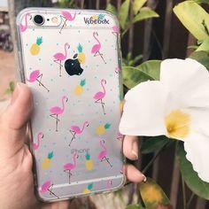 Olha que case mais amorzinho Flamingos são lindos e nós amamos! . - {case flamingos e abacaxi} . - Nas compras acima de R$99 o frete é grátis!