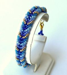 Chevron Seed Bead Bracelet Pattern | AllFreeJewelryMaking.com